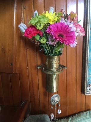 Heidi's gimbaled vase. Photo by HBS.